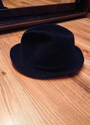Классическая шляпа с полями синяя