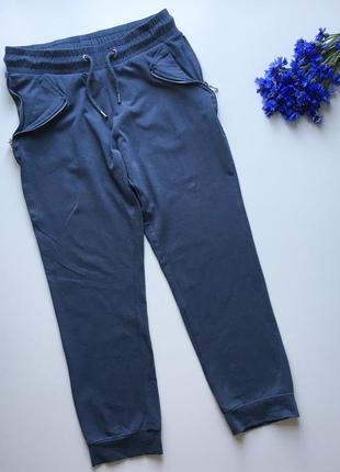 Серые спортивные укорочённые штаны