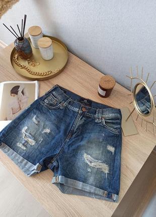 Чудесные джинсовые шорты с рваностями