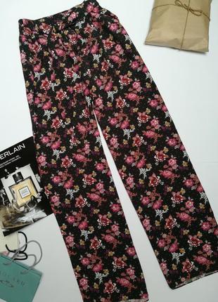 Класнючі літні штани в квіти tu розмір м.