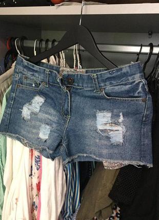 Крутые джинсовые шорты с рваностями denim co