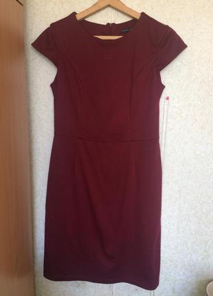 Платье цвета марсал с коротким рукавом
