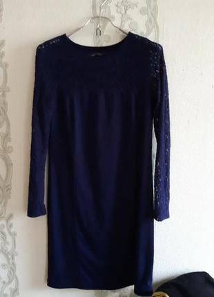 Платье с отделкой гипюром