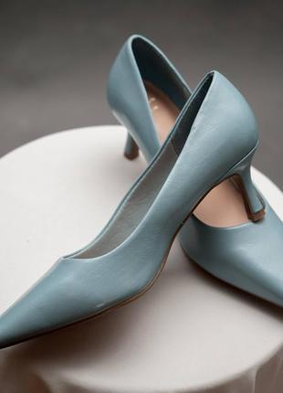 Marks & spenser.  туфли лодочки сероголубого цвета на невысоком каблуке.