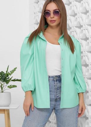 Стильная блуза из экокожи