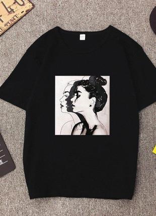 Черная женская футболка с принтом. размер m.
