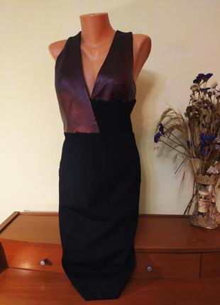Невероятно красивое платье-футляр из кожаными вставками на груди и на спине