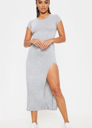 Prettylittlething. макси платье футболка с потрясным вырезом.