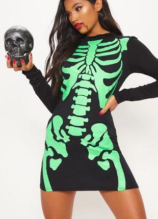 Prettylittlething. товар из англии. платье гольф с брутальным принтом скелета.