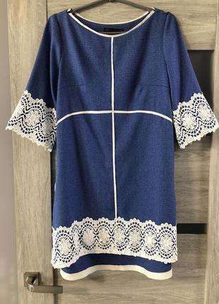 Свободное нарядное платье свободного кроя с кружевом