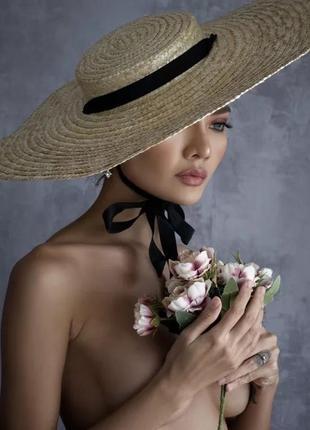 Нереальная соломенная шляпа на завязках