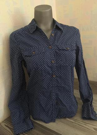 Синяя рубашка в горошек. размер s-m. divided.