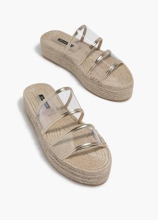 Босоножки сандалии шлёпанцы на плетённой подошве с прозрачными вставками stradivarius