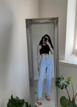 Идеальные базовые деним джинсы мом на высокой посадке