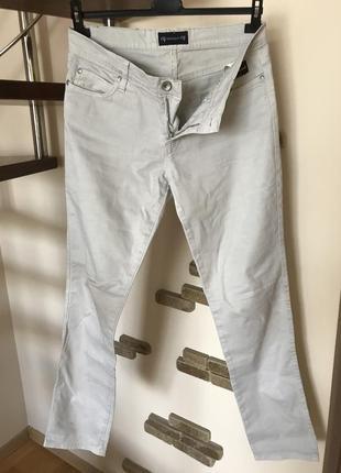 Супер крутые штаны джинсы светлые с лейбой италия