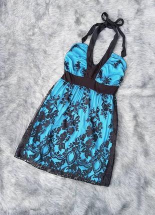 Кружевное платье с завязкой на шее
