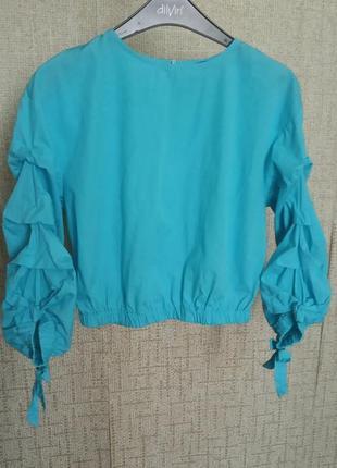 Укороченная блузка dilvin с объемными рукавами