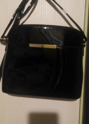Лаковая сумочка