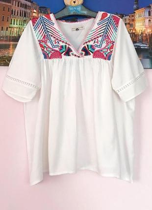 Натуральная блуза с вышивкой