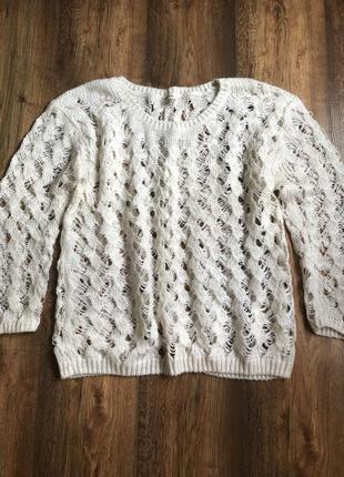 Оригинальный свитерок в крупную перфорацию