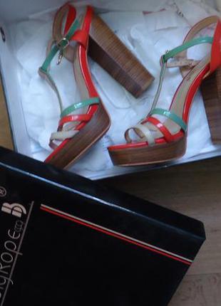 Крутые стильные яркие босоножки на толстом каблуке 36-37 (23.5)