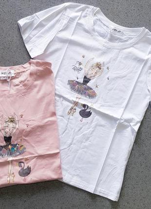 Стильная футболка с принтом и паетками