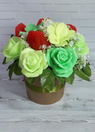 """Букет цветов из мыла """"розы орхидеи клубника"""""""