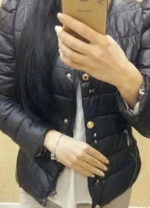 Стильная демисезонная курточка 44 размер