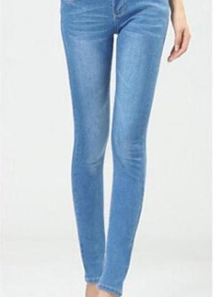 Базовые классические прямые джинсы в обтяжку