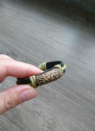 Кожаный браслет на затяжке с глиняным кулоном крокодил ящерица черный