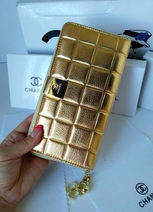Кожаный женский кошелек в цвете золото