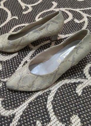 Фирменные кожаные женские туфли bleil