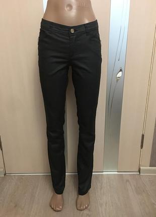 Чёрные штаны скинни с пропиткой под кожу