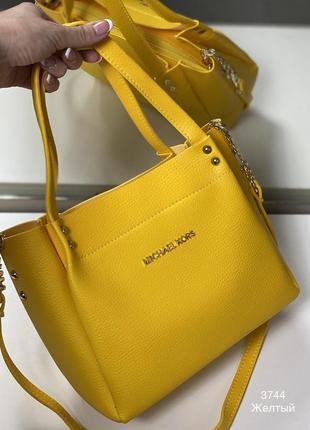 Жёлтая сумочка