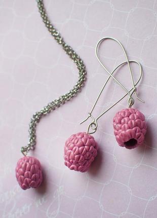 Компоект серьги и кулон малинки малина малинов  ручн раб hand made полим ягод нежн лаконич