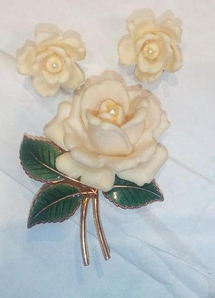 Прекрасная белая роза  с маркировкой  west germany