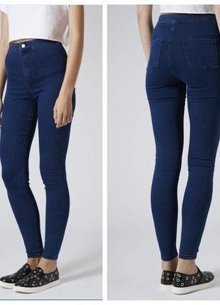 Темно -синие узкие джинсы
