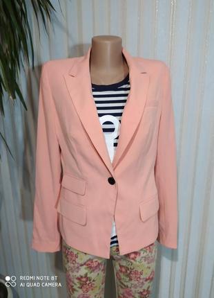 Новый фирменный очень красивый персиковый пиджак