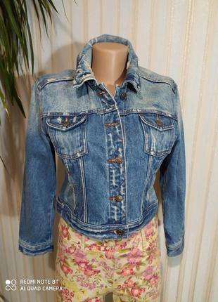 Новая брендовая джинсовая куртка с потертостями azza