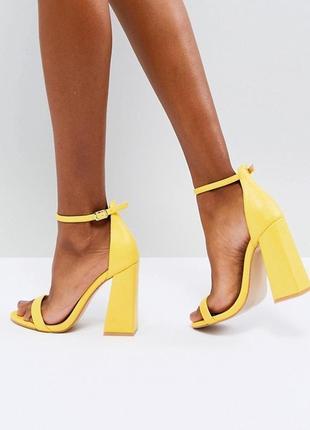Шикарные босоножки желтого цвета на каблуках public desire