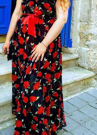 Шикарное платье макси в розах😍