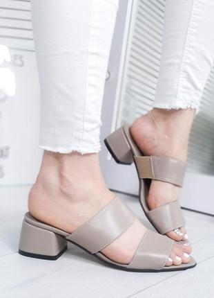 Шлепанцы кожаные на каблуке
