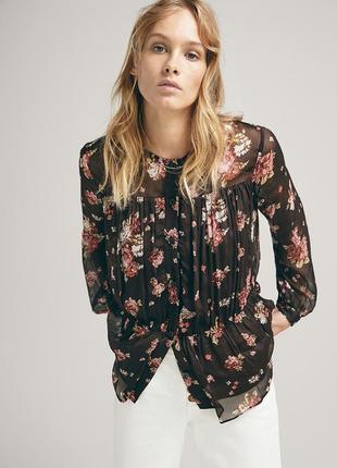 Черная цветочной расцветки блузка massimo dutti