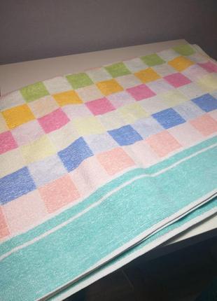 Очень яркое большое полотенце