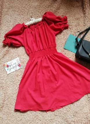Шикарное красное платье с рукавами фонариками