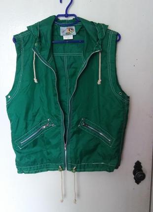 Стильная фирменная желетка fashion