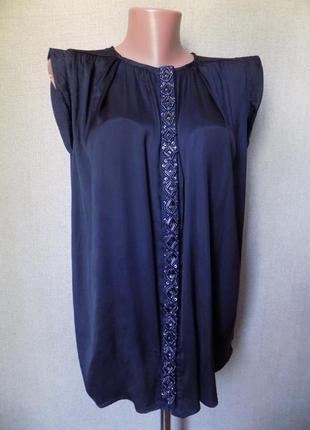 Блуза с вышитой бисером и стеклярусом планкой