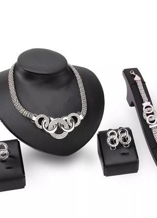 Комплект бижутерии серебристый: серьги, ожерелье, кольцо, браслет