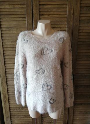 Пушистый пудровый свитер с сердечками пухнастий пудровий светр з сердечками