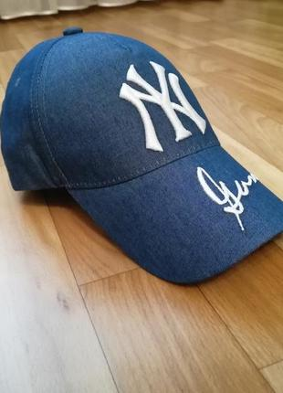 Стильная кепка бейсболка джинс с белой надписью 55-57